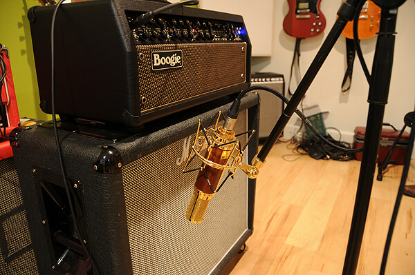 Woodpecker_Mic_on_Guitar_Amp